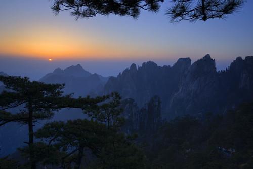 china mountain nature beautiful zeiss sunrise spectacular landscape dawn countryside sony wideangle unesco worldheritagesite granite pinetrees huangshan anhui yellowmountain rhodri anhuiprovince rhodrievans sonya900 zeiss1635mm