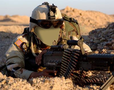 американский солдат в засаде