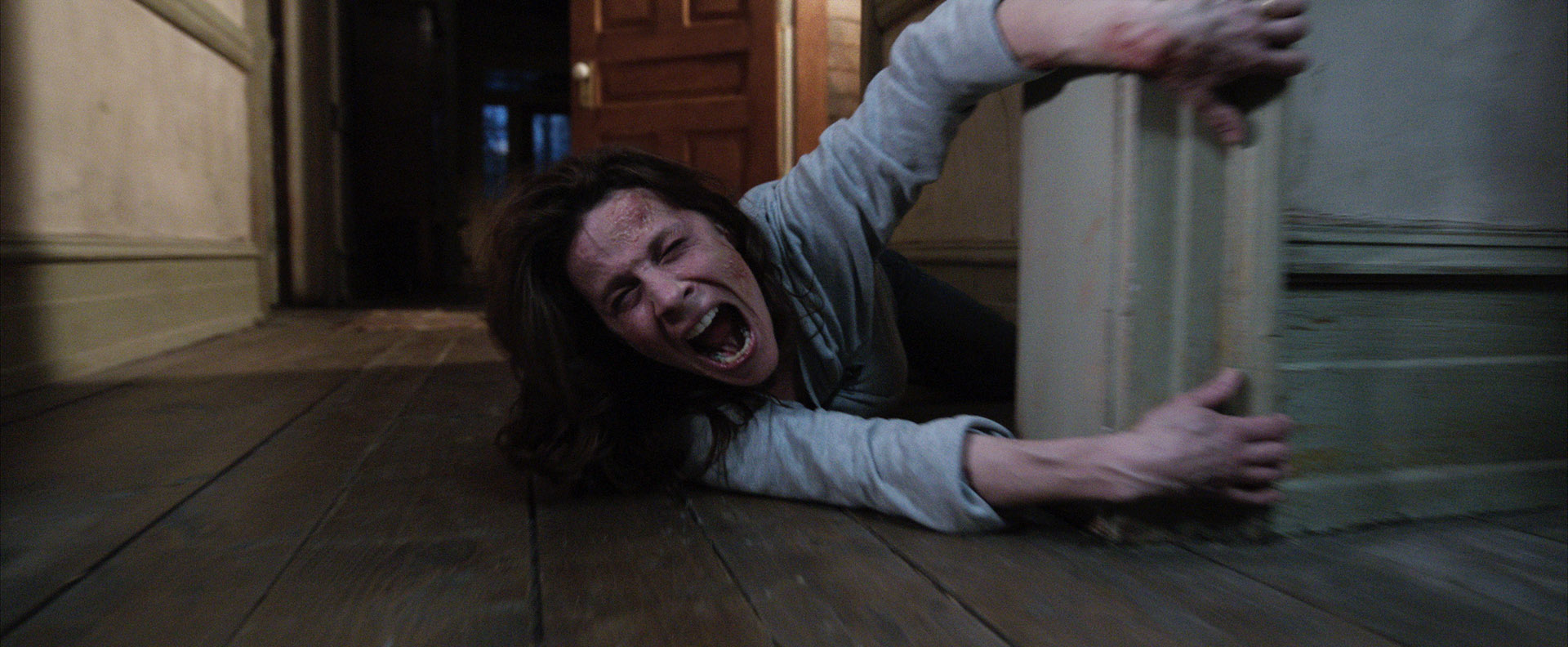 THE-CONJURING-dragged-carolyn-perron-mom
