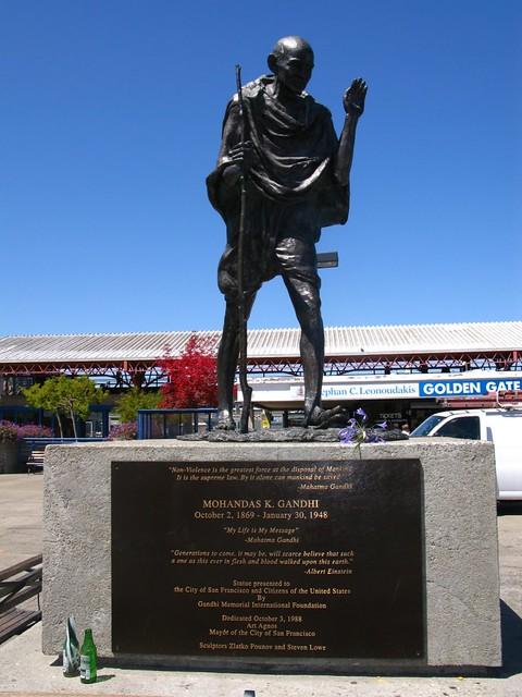 Pomnik Gandhiego w dzielnicy portowej
