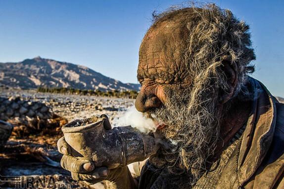 Amoo Hadji, hombre iraní que tiene 60 años sin bañarse