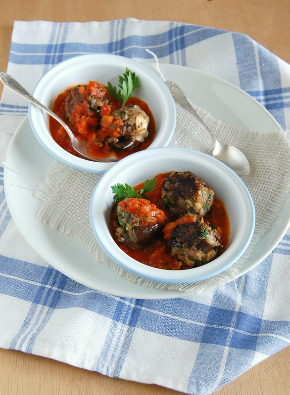 "Eggplant ""meatballs"" / Almôndegas de berinjela"