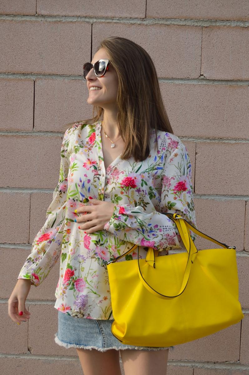 lara-vazquez-madlulablog-style-chic-yellow-denim-flowers-spring