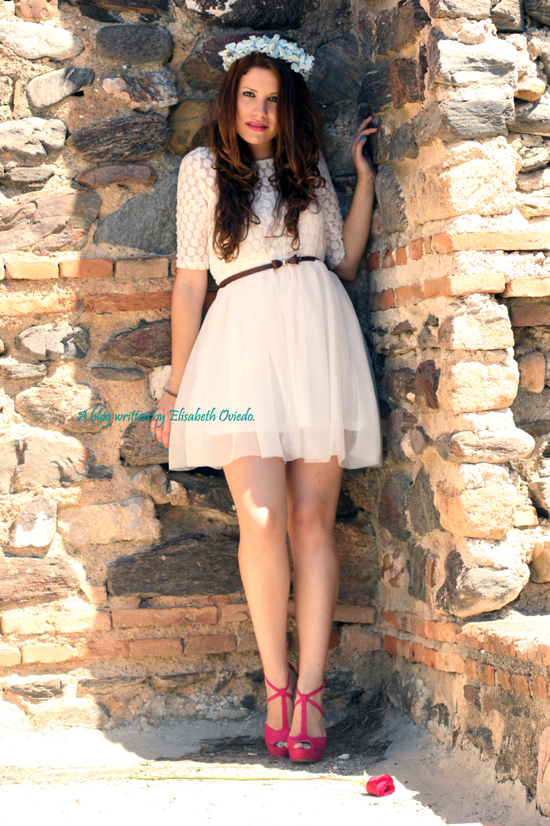 vestido-blanco-encajes-diadema-de-flores-tacones-rosas-MARYPAZ-Heelsandroses-(2)