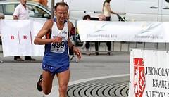 Běhám až 1700 km měsíčně. Na kefír, colu a čokoládu, říká ultramaratonec Miroslav Kadlec