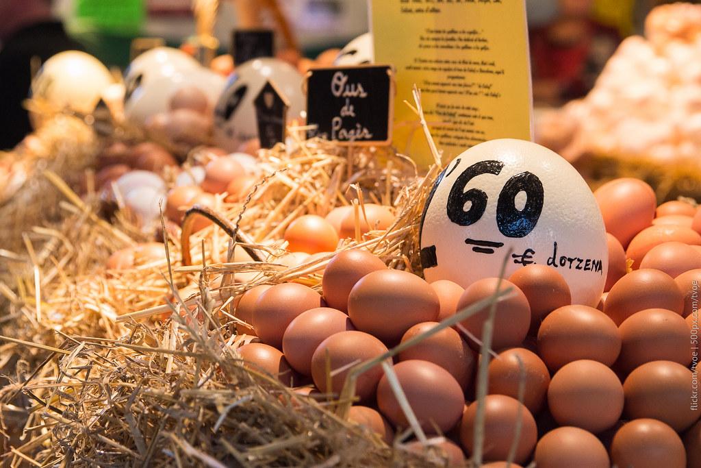Продажа яиц на рынке