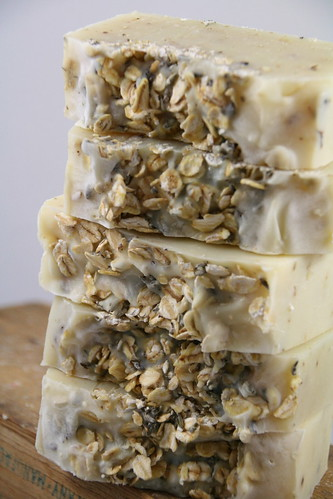 Lavender Oatmeal Neutral Soap - The Daily Scrub (4)