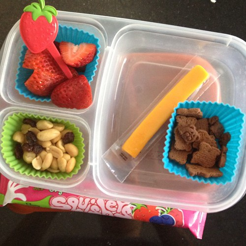 Friday lunch - I'm so ready for school year to be done! 2 weeks to go (still need lunch for some camp days though) #kidslunch #easylunchboxes #simplysweetscakestudio