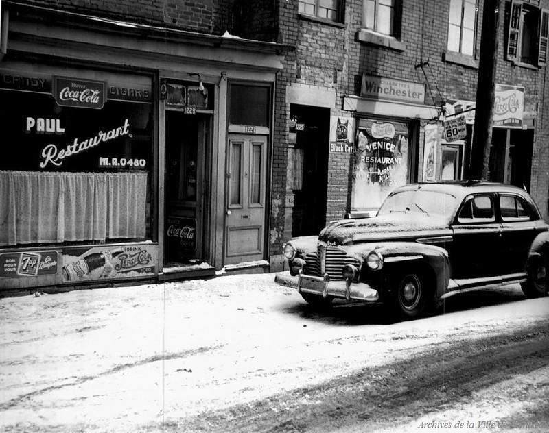 Maison de jeu rue St-Dominique, années 1940. P43-3-2_V03_E0104-005