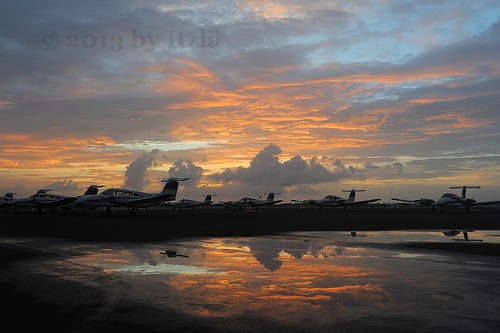 travel sky usa reflection clouds sunrise florida aircraft aviation airplanes things seminole piper sat prop sunsetsunrise verobeach pa44 2013 kvrb nikond700 itzlä
