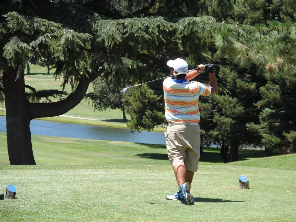 Nathan Suender drives at Oakdale CC