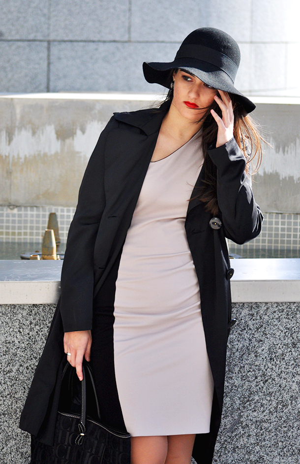 something fashion hat, winter outfit french connection dress, bodycon french connection elegant dress, carolina herrera black sweedy bag big