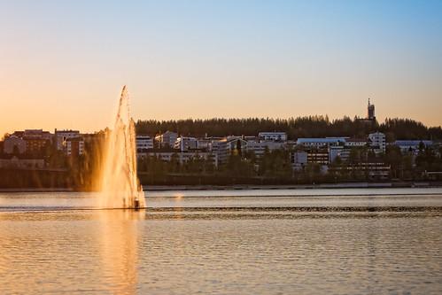 sunset lake reflection fountain skyline buildings finland landscape outdoors cityscape nopeople jyväskylä jyväsjärvi builtstructure canon40d tamronaf55200mmf456diiildmacro centralfinland jyväskyläsubregion