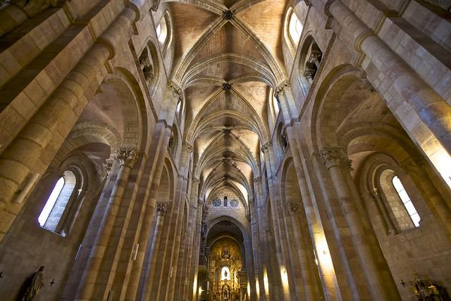 Basilica de San Vicente, u00c1vila - by Francisco Aragão