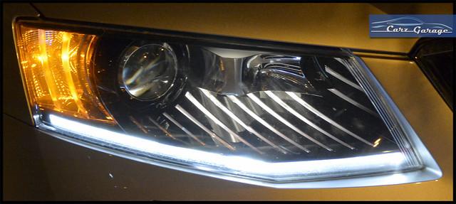 Skoda Octavia 1.8 TSI projector headlamps