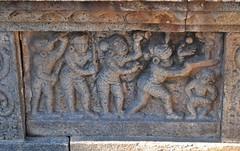 Darasuram (India). Templo Airavateshvara. Vimana. Detalle de zócalo
