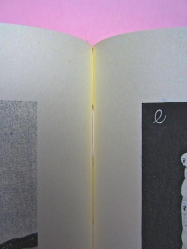 Roland Barthes, Variazioni sulla scrittura. Einaudi 1999. [Responsabilità grafica non indicata]. Cucitura delle pagine: fra le tavole fuori testo 3 e 4pag. 1 (part.), 1