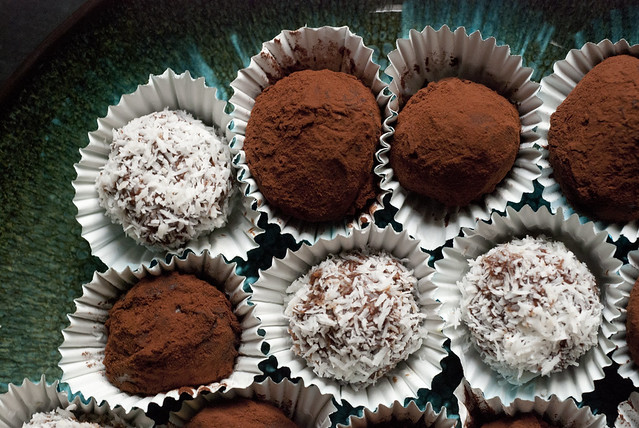 Homemade Dark Chocolate Vegan Truffles
