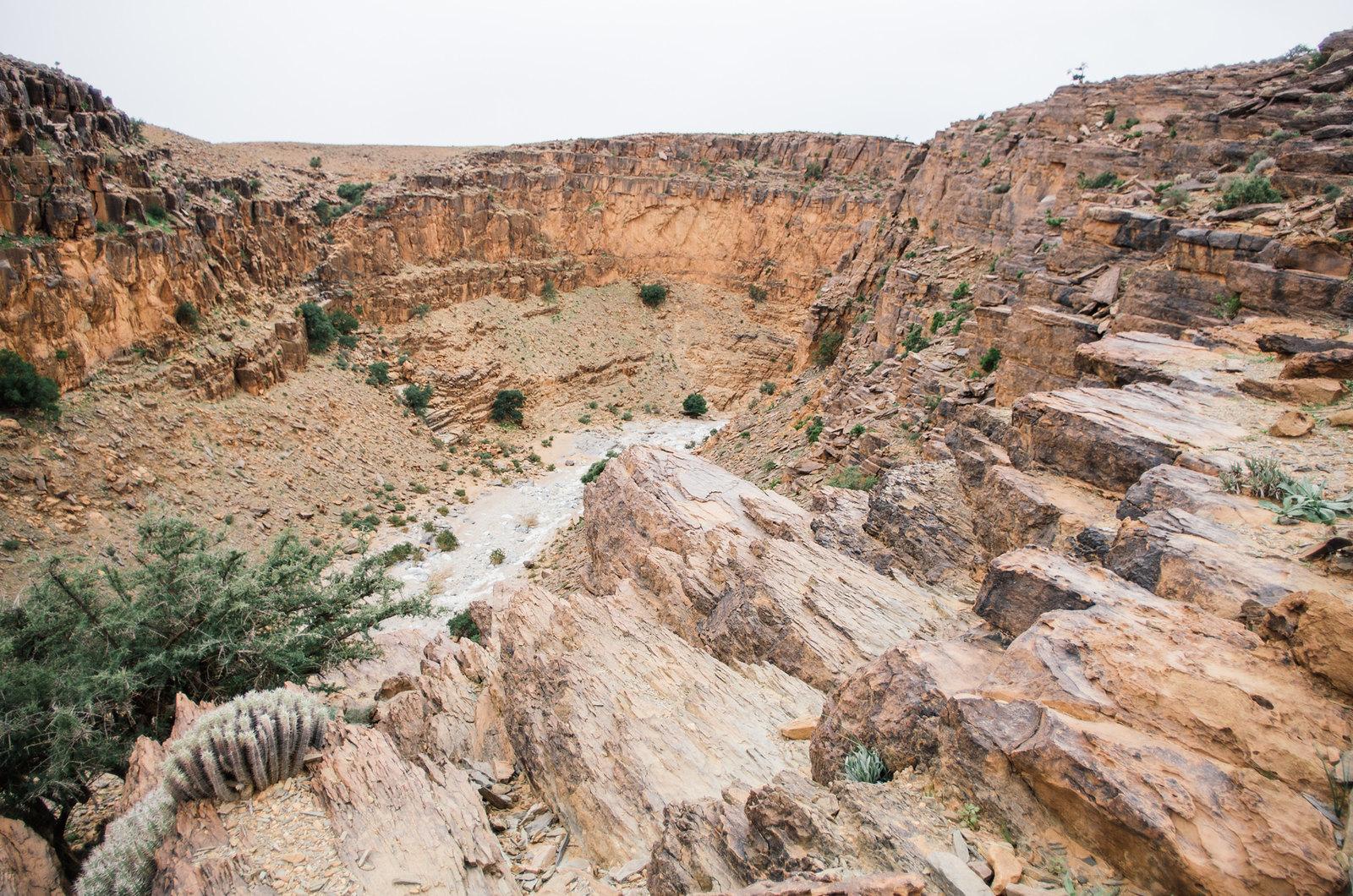 Amtoudi, anti-Atlas - 5 jours de trek au Maroc - Le canyon vu de la falaise