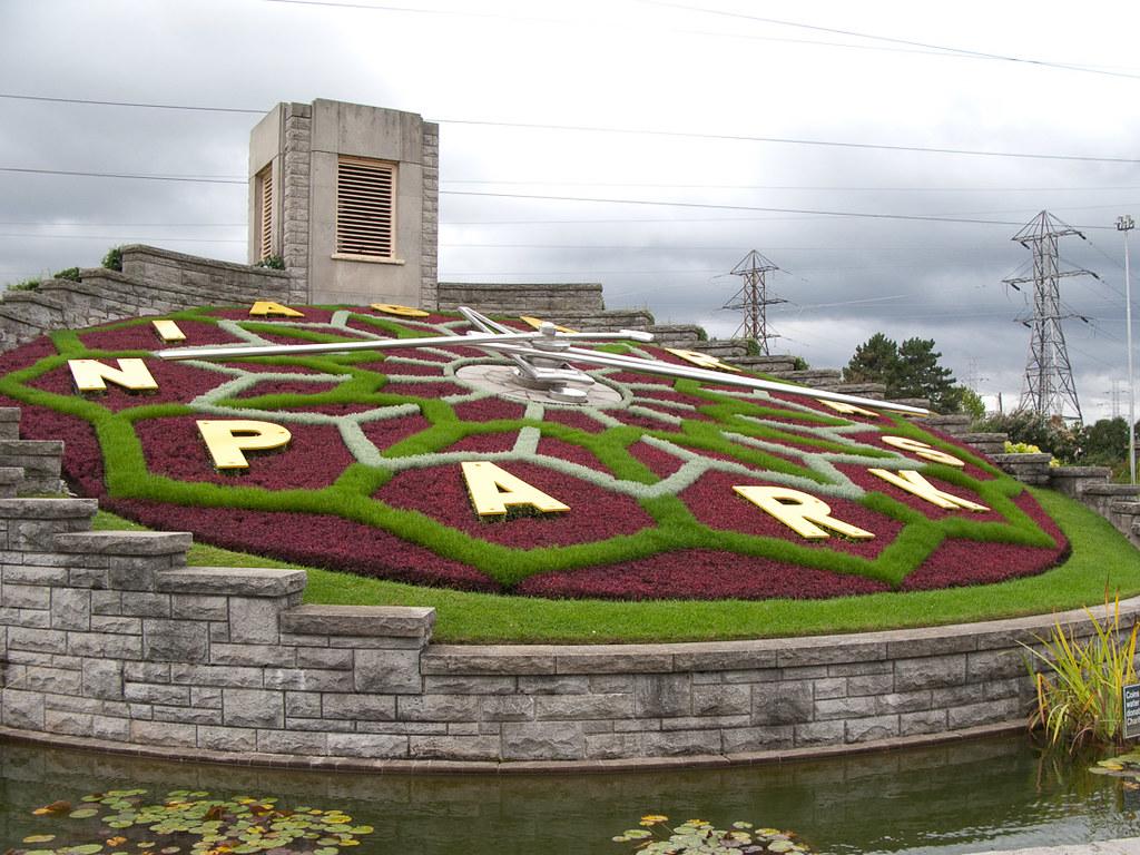 Floral clock near Niagara Falls
