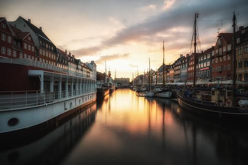 sunset water copenhagen denmark nyhavn boat sony smooth dänemark kopenhagen a99 regionhovedstaden sal1635f28z