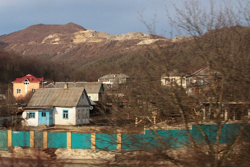Speeding past the Russian village of Кирпичное (Kirpichniy)