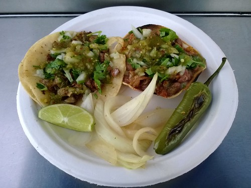 From left: taco de tripa and vampiros de tripa
