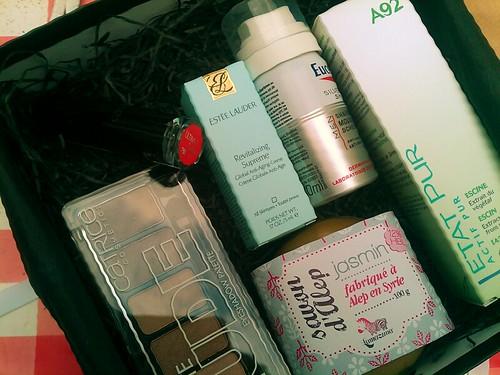 Een doos vol productjes. Want ik ben een beautyqueen, ikke. #deauty