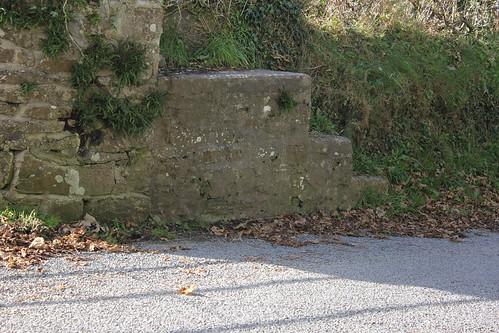 Stondin Laeth, Cefn-y-Carnau, Cwmtydu