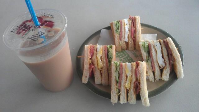 高雄美迪亞,培根總匯三明治 ($45) + 紅茶豆漿 ($20)
