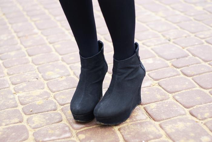 czarne botki na koturnie