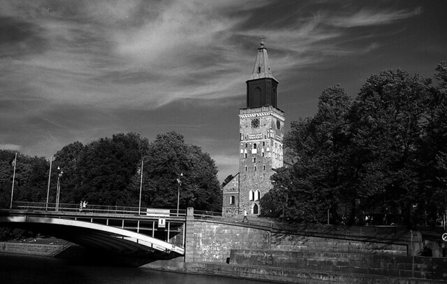 Turku Cathedral, cirrus clouds