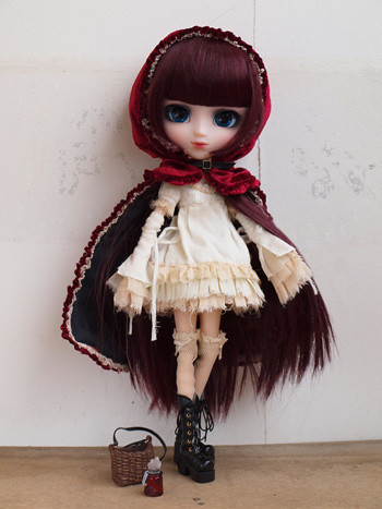 Pullip_Bloody_red_hood_(Lolii_version)_gallery_1