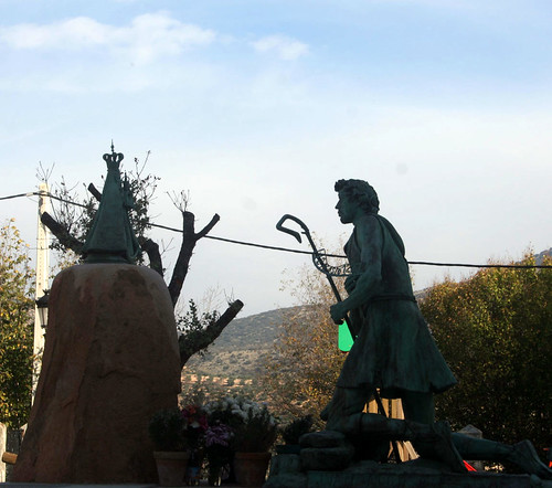 Granada - Colomera - Monumento al pastor de Colomera 37 22' 13 -3 42' 46