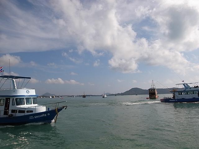 <p>a)シャロン湾から出航です</p>