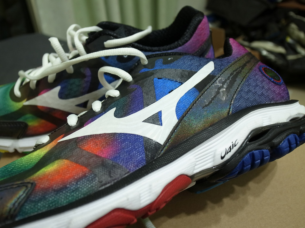 Mizuno Wave Rider 17 Osaka Marathon Rainbow 2013 Mens Running Shoes Sneakers