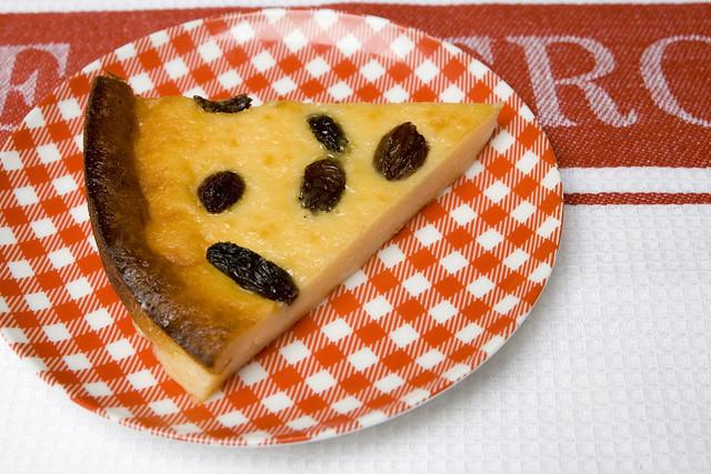 Tarta de queso y pasas