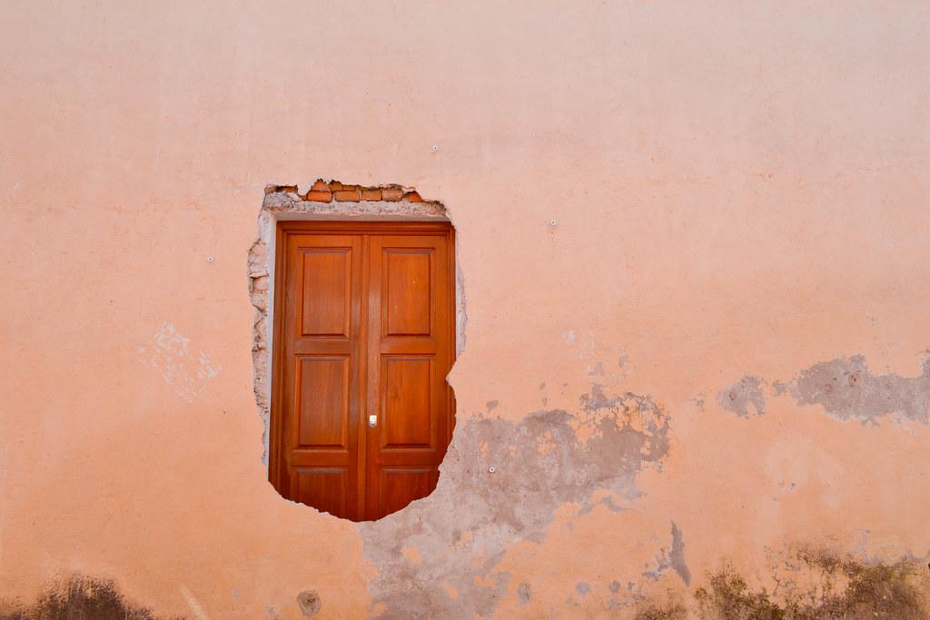 Puertas detrás de la pared