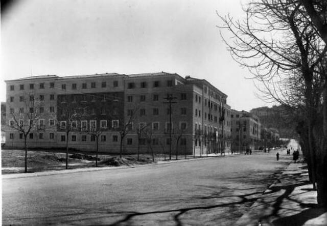 Construcción del 4º bloque de la Avenida de la Reconquista hacia 1951. © Fondo Rodríguez. Archivo Histórico Provincial. Junta de Comunidades de Castilla-La Mancha. Signatura POSITIVOSROTULO-252-02