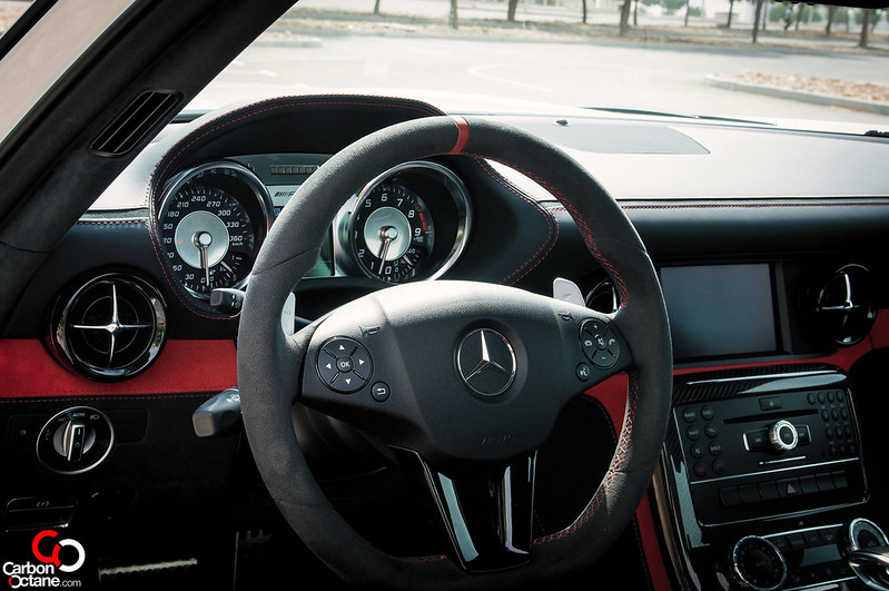 2014-mercedes-sls-black-series-steering-wheel-dash