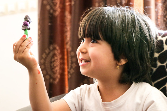 A smiling girl in Firuzabad, Iran フィールーズ・アーバードの少女