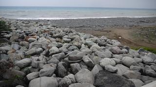碼頭預定地,已運來大型石塊預備施工