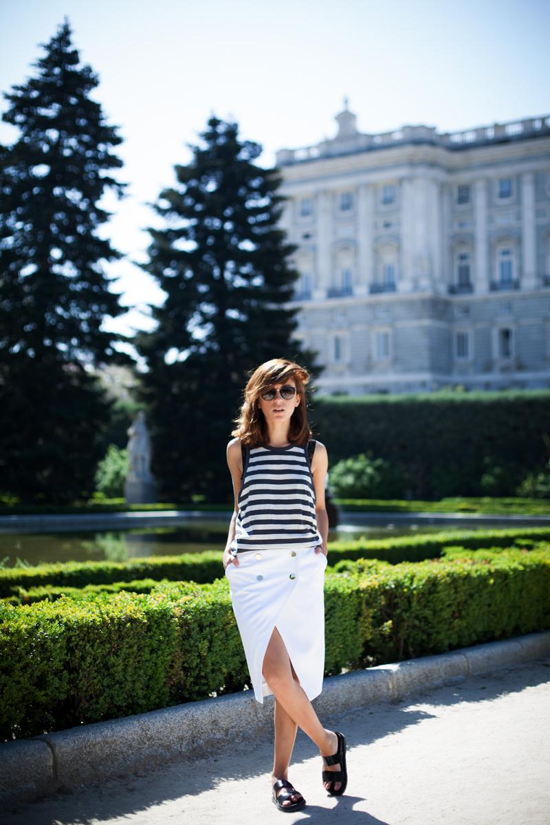 Falda-Blanca-Botones-Dorados-Zara-008