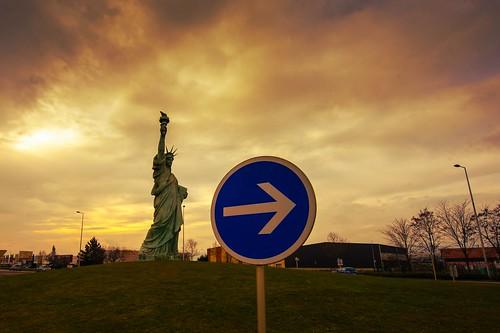 france sign sunrise nikon museu january colmar alsace industrialzone trafficcircle 2015 libertystatue frédéricaugustebartholdi d700 houssen statueoflibertyincolmar