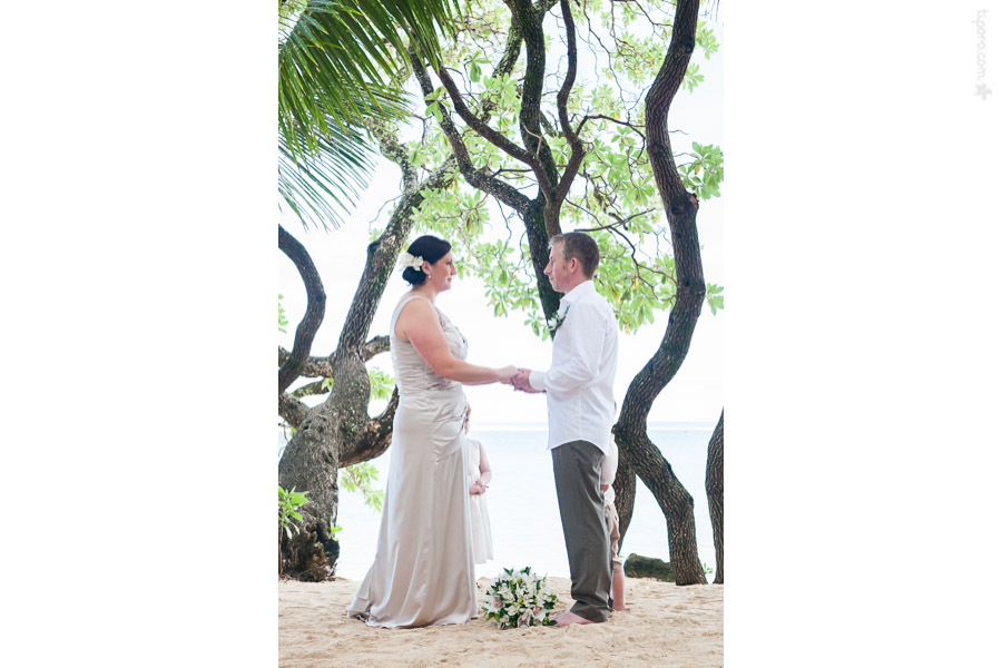 The Love Tree. The Rarotongan, wedding ceremony, photographer