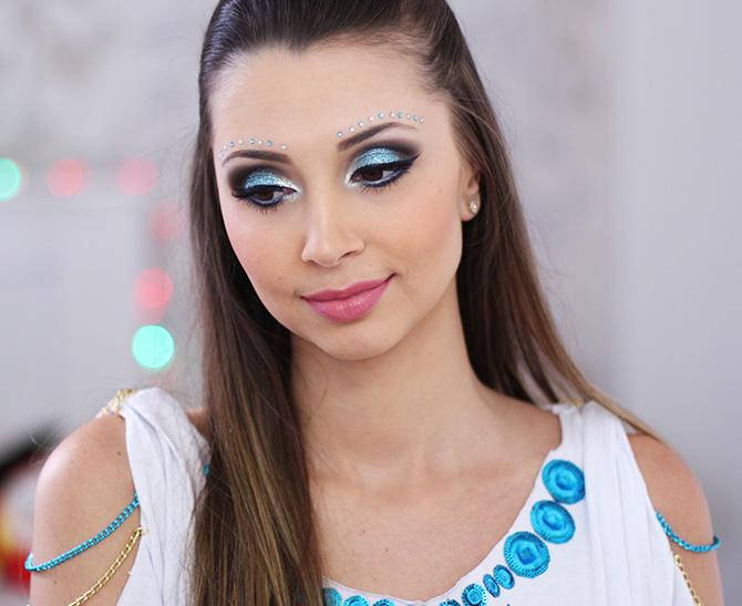 10-maquiagem azul para o carnaval com muito brilho e glamour
