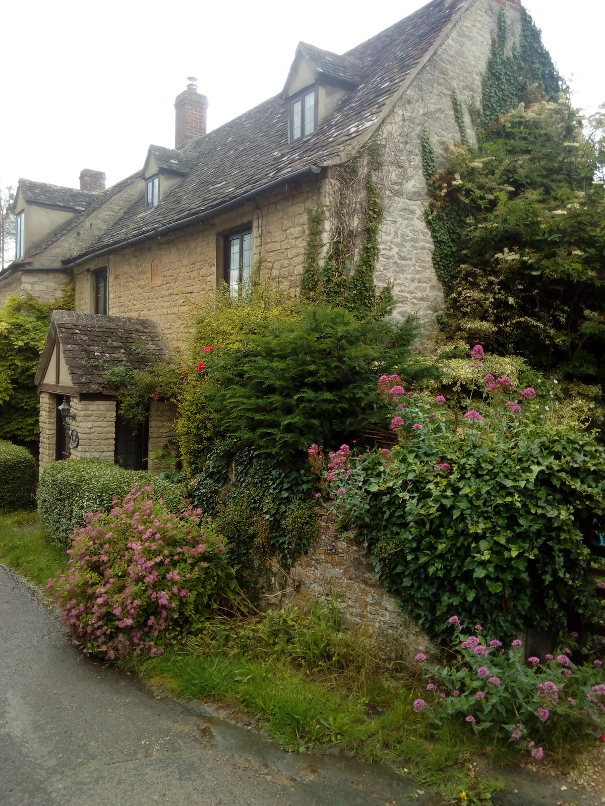 Cotswold Cottage Classic Cotswold charm