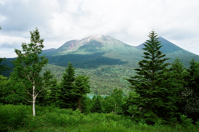 Photo:オンネトー湖と雌阿寒岳と阿寒富士 By:biscorogus