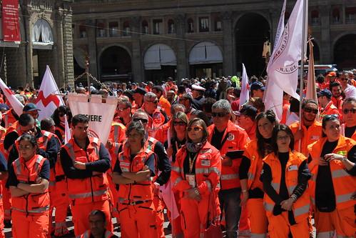 Il corteo dei volontari Anpas a Bologna