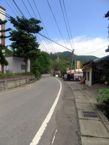 東源村的街道